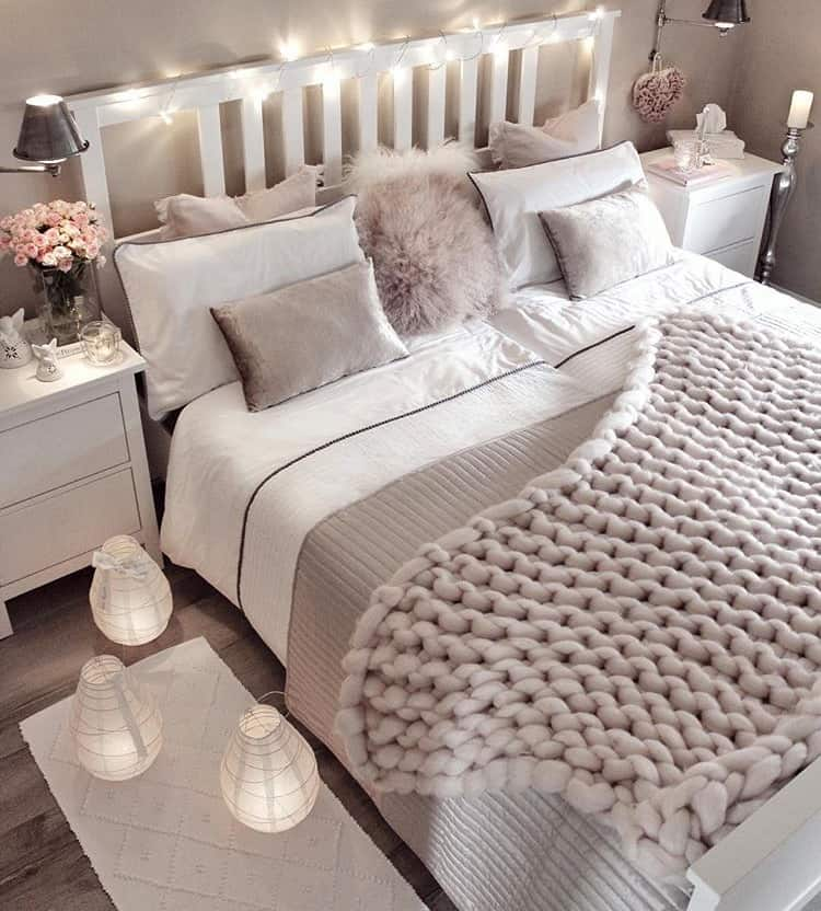 Small bedroom decorating ideas with faux fur pillows for Deko fur das zimmer