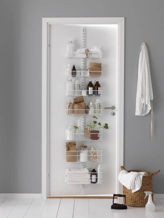 16 bathroom hacks and best bathroom storage ideas for - Bathroom door ideas for small spaces ...
