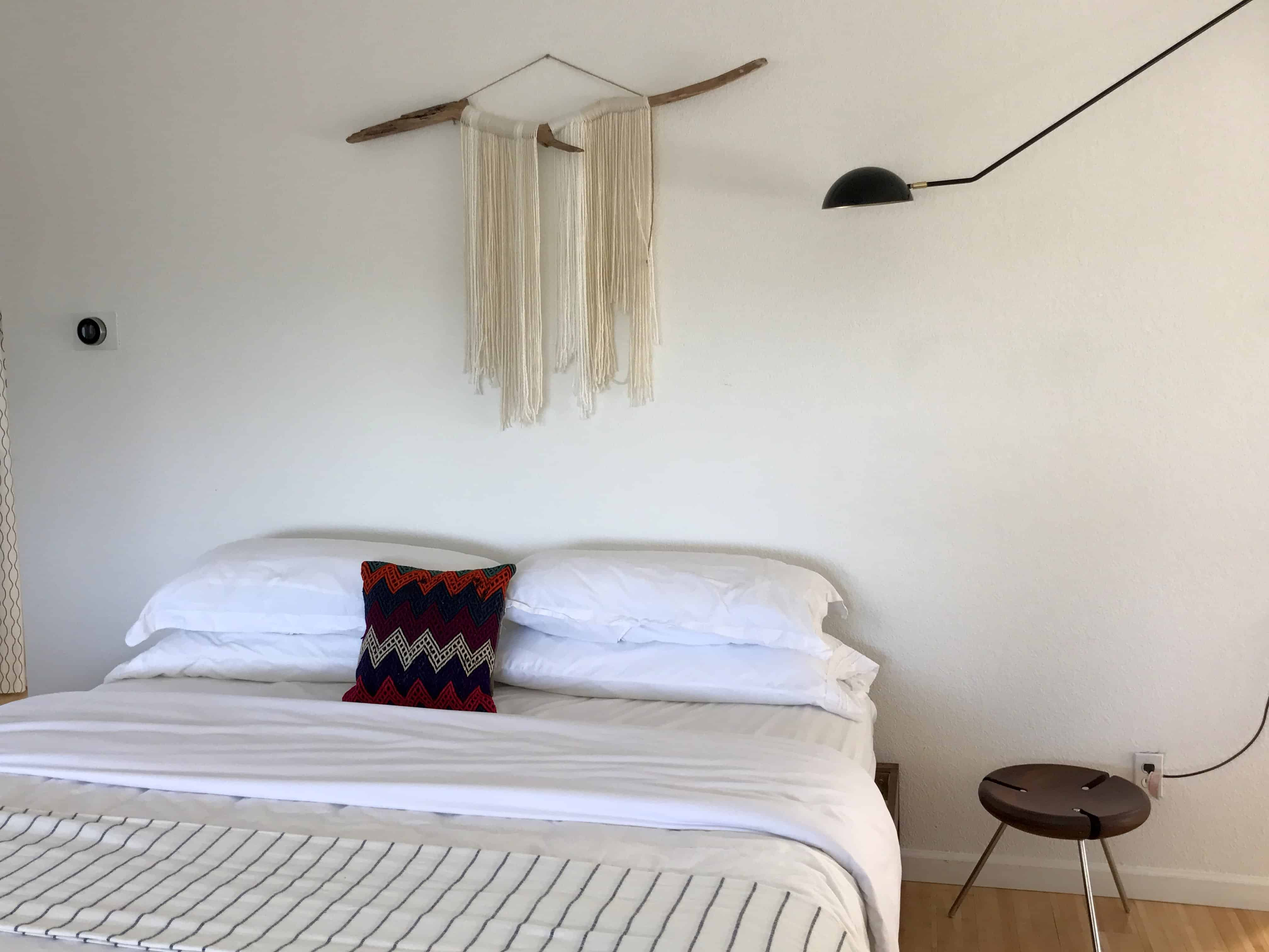 Minimalist Boho Home Decor: Boho-minimalist-bedroom-decor-decorating-macrame