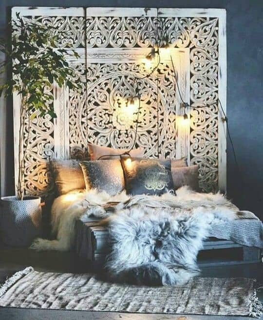 19 Lavish Bedroom Designs That You Shouldn T Miss: Small Bedroom Decorating Ideas With Faux Fur, Pillows