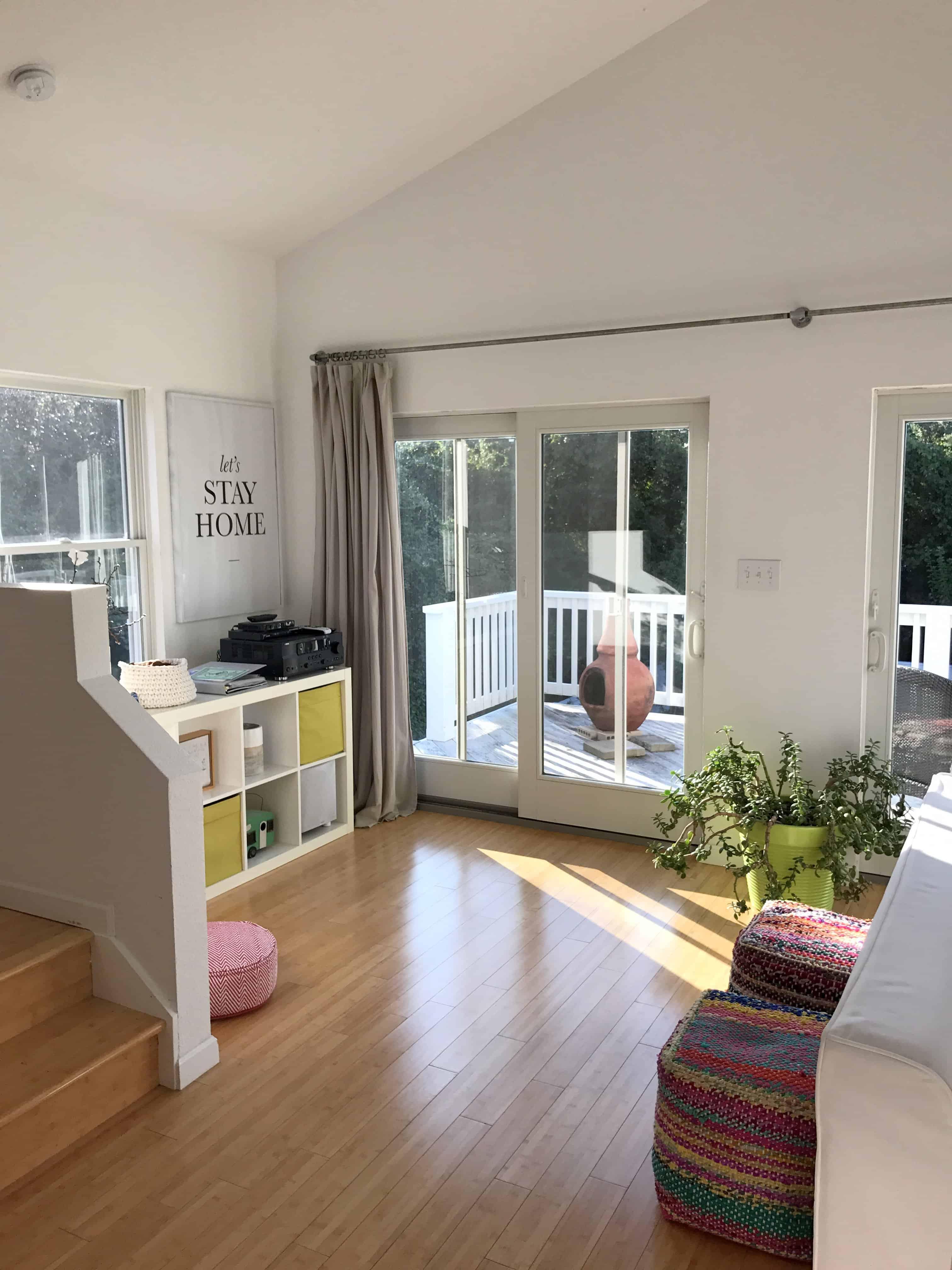 Scandinavian Living Room: Scandinavian-modern-living-room-decor