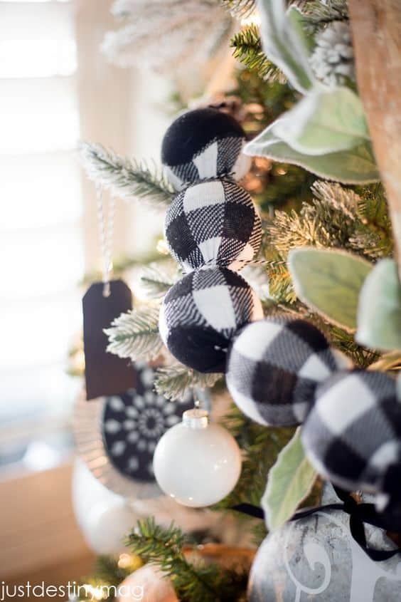 20 Ways To Decorate All Year With Black Amp White Buffalo Check