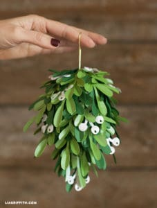 Christmas paper crafts mistletoe project