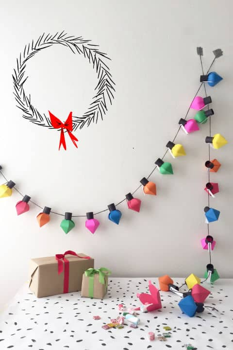 christmas paper crafts 18 diy inexpensive and fun. Black Bedroom Furniture Sets. Home Design Ideas