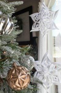 easy diy 3D paper snowflakes