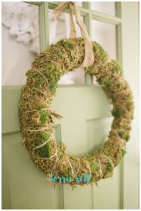 how to make a living moss wreath