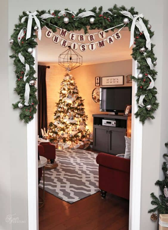 christmas ideas for small apartment doorway garland