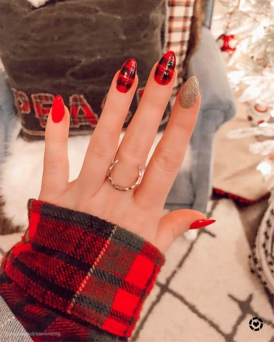 nail ideas for the holidays christmas plaid