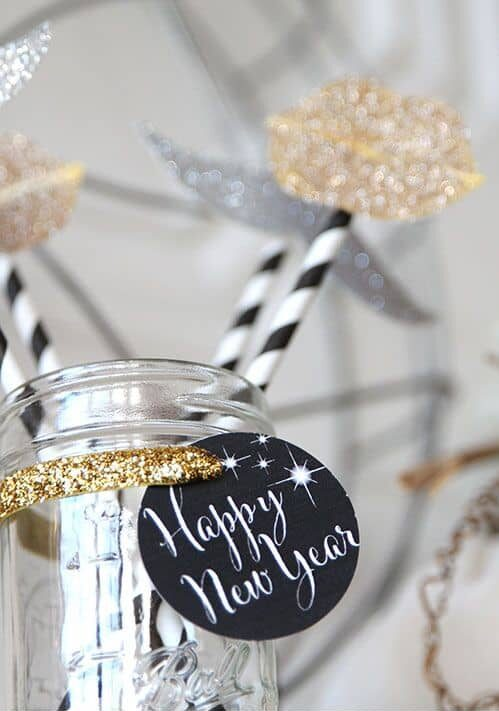 ideas for a great nye photo prop container
