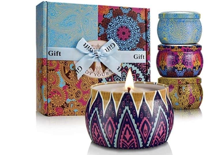 un paquete de velas hace un gran cuidado cestas para amigos
