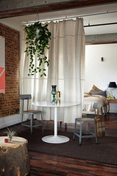 decoración del apartamento tipo estudio sala de estar cortina divisor de habitación y encanto