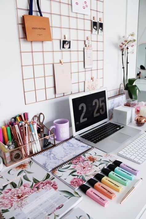 organize the cutest college desk